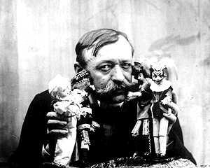 Cohl a los 53 años, con sus marionetas
