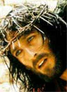 Crucificando a Robert Powell en GESU DI NAZARETH (1976)