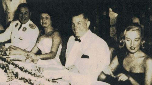 El presidente Perón, la actriz italiana Lila Rocco, el Sr. Aloé y Mirtha Legrand, durante el banquete presidencial